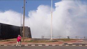 Kubos sostinės pakrantėje – didžiulių bangų šokis