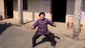 """94 metų senolės iš Kinijos ilgaamžiškumo paslaptis – """"Kung Fu"""" kovos menas"""