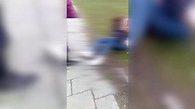Vaizdo įraše – paauglių smurtas prieš dvylikametę