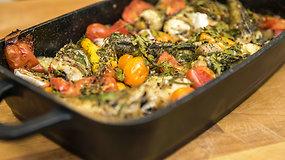 Paprasta, bet gardu: orkaitėje kepta žuvis su daržovėmis