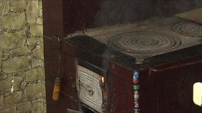 Gyventojai springsta dūmuose, nes nesusitaria, kas turėtų valyti užsikimšusį kaminą