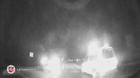 """Panevėžyje nuo policijos sprukęs """"Audi"""" vairuotojas taranavo tarnybinius automobilius"""