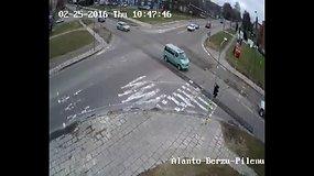 Vairuotojų klaidos V.Alanto, Beržų ir Pilėnų gatvių sankryžoje Panevėžyje