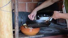 Laimos ir Kosto sodyboje kepami skaniausi pasaulyje grikių blynai