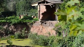 Kirkilų bendruomenė gyvena ant smegduobių