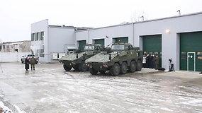 """Krašto apsaugos ministras apžiūri mokomąsias pėstininkų kovos mašinas """"Vilkas"""""""