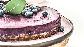 Receptas savaitgaliui: burnoje tirpstantis mėlynių tortas