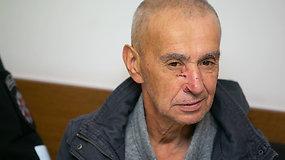 Žvėriškai du žmones Vilniuje sužalojęs vyras atvežtas į teismą