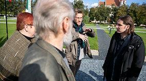 """Protestuotojai A.Labašauskui siūlė aikštėje pastatyti ir Vytį, ir """"Laisvės kalvą"""""""