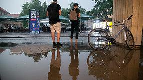 Tropinis lietus nuplovė Vilniaus senamiestį