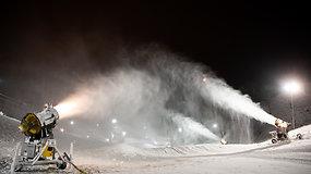 Liepkalnio slidinėjimo komplekse pradėtas sniego gaminimas