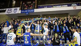 Siaučiantys Kosovo rinktinės fanai