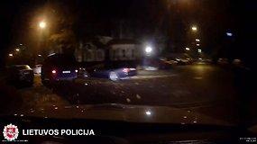 Nufilmuotos dviračių vagių gaudynės sostinėje: išsilakstė atsitrenkę į Vingio parko suoliuką