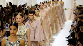 """Christian Dior"" rudens ir žiemos kolekcija dvelkia elegantišku intymumu"
