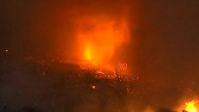 Pietų Kalifornijoje pastebėtas retas reiškinys – ugnies tornadas