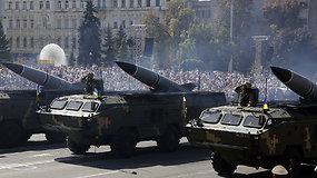 Karo nuvarginta Ukraina demonstravo galią kariniame parade