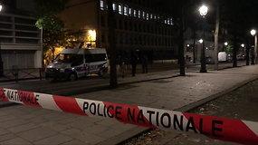 Paryžiuje peiliu ir strypu ginkluotas užpuolikas sužeidė septynis žmones