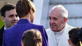 Su Lietuva atsisveikinęs popiežius atvyko į Estiją