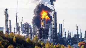 Didžiausioje Kanados naftos perdirbimo gamykloje nugriaudėjo galingas sprogimas