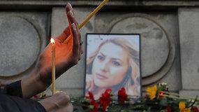 Brutaliai nužudytos Bulgarijos televizijos žurnalistės mirtis subūrė šimtus gedinčių žmonių