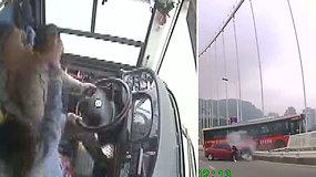 Vairuotojo ir keleivės ginčas sukėlė Kiniją sukrėtusią pražūtingą autobuso avariją