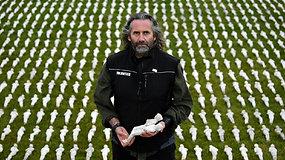 Sukrečiantis priminimas Londone: žuvusius mūšyje primena daugiau nei 72 tūkst. figūrėlių kompozicija