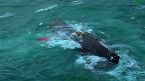 Per stiprią audrą lediniame vandenyje atsidūrusiems žvejams pavyko išvengti tragedijos
