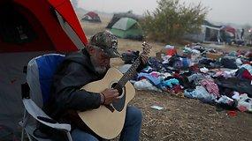 Be namų: pražūtingiausią Kalifornijos gaisrą išgyvenę žmonės glaudžiasi palapinių miestelyje