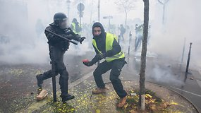 Po didžiausių pastarųjų metų riaušių Paryžiaus gatvėse tvyro chaosas