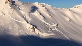 Šveicarijos Alpėse nufilmuotos įspūdingai atrodančios dirbtinai sukeltos sniego griūtys