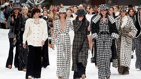 """Paskutinis K.Lagerfeldo šou: per """"Chanel"""" kolekcijos pristatymą svečiai ir modeliai nesulaikė ašarų"""