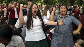 Po kruvino išpuolio susivienijusi Naujoji Zelandija: skambėjo širdį veriančios dainos ir ryžtingas haka šokis