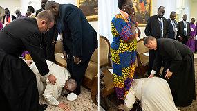 Popiežiaus veiksmai sujaudino – niekada nėra pademonstravęs tokios pagarbos politiniams lyderiams