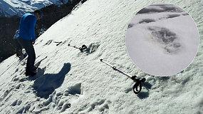 Sniego žmogaus pėdsakai? Mistinius pėdsakus aptikusi Indijos kariuomenė sako, kad jie priklauso būtybei Yeti