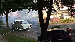 Kraują stingdanti akimirka ralyje: nevaldomas automobilis įlėkė į žiūrovų minią
