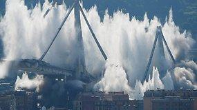 Įspūdingai susprogdintos baisia tragedija paženklinto tilto liekanos