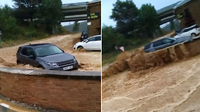 Šiaurės Ispanijoje gyventojai stebėjo artėjantį grėsmingą potvynį  – apgadino infrastruktūrą, žuvo žmogus
