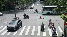 Nufilmuotas neįprastas vyro pasivažinėjimas tapo sensacija – nepraslydo ir pro pareigūnų akis