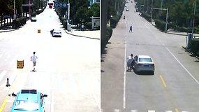 Didvyriškas taksisto poelgis padėjo išvengti nelaimės: įšoko į nekontroliuojamą automobilį