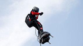 Išradėjas, per karinį paradą pademonstravęs neregėtą skrydį, ruošiasi didžiausiam iššūkiui