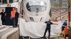 Po šokiruojančio incidento pareigūnai aiškinasi aštuonmečio nustūmimo po traukiniu motyvus