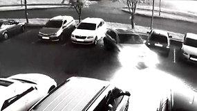 BMW vairuotojos Panevėžyje nesudomino apgadintas svetimas automobilis