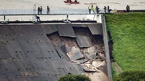 Dėl pažeistos užtvankos Anglijoje evakuotas visas miestelis