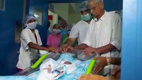 73 m. indė susilaukė dvynukių: ji ir 82 m. vyras tėvais tapo po 57 bendro gyvenimo metų