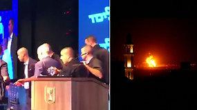 Nufilmuota akimirka, kai raketos sutrikdė B.Netanyahu mitingą – Izraelis smogė Gazos Ruožui