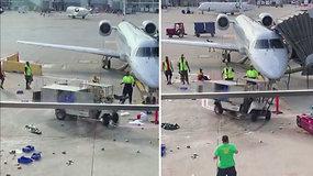 Oro uoste didžiulį chaosą sukėlė motorizuotas maisto vežimėlis – žmonės baiminosi nelaimės