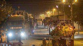 Turkija nusiuntė daugiau šarvuotų transporto priemonių prie sienos su Sirija
