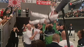 Pasaulio vicečempionės ašaros: Inga Mikštaitė skriejo į orą ant bendražygių rankų