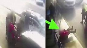 Prie oro uosto užfiksuotas taksisto argresijos proveržis: smogė keleiviui dėl taksometro
