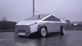 """Maskvoje vairuotojai negalėjo patikėti savo akimis: """"Lada"""" automobilis virto """"Tesla Cybertruck"""" kopija"""